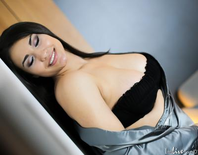 SabrinaGrey, 19 – Live Adult cam-girls and Sex Chat on Livex-cams