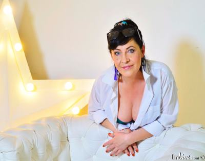 Linda_Passionate, 45 – Live Adult cam-girls and Sex Chat on Livex-cams