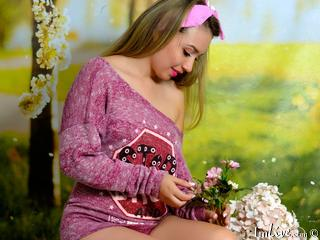 I'm 19! I Have Blonde Hair! A Live Cam Easy Babe Is What I Am! Preferably Lets Talk In English Or Spanish