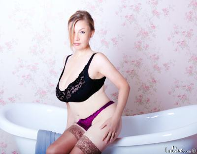 KerryBlare, 40 – Live Adult cam-girls and Sex Chat on Livex-cams